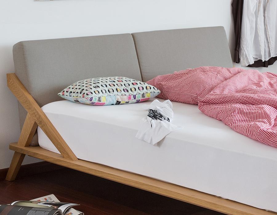 Nordic Space Bett von Ellenberger Design aus Massiver Spessarteiche